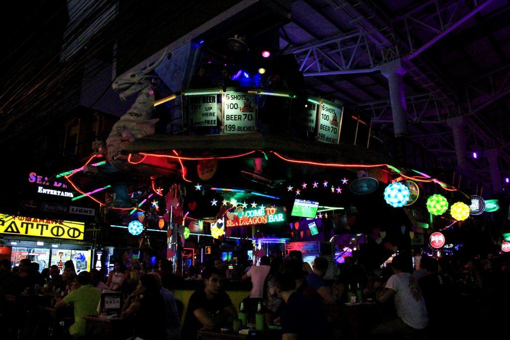 タイ バンコク ゴーゴーバー 夜遊び ナイトスポット