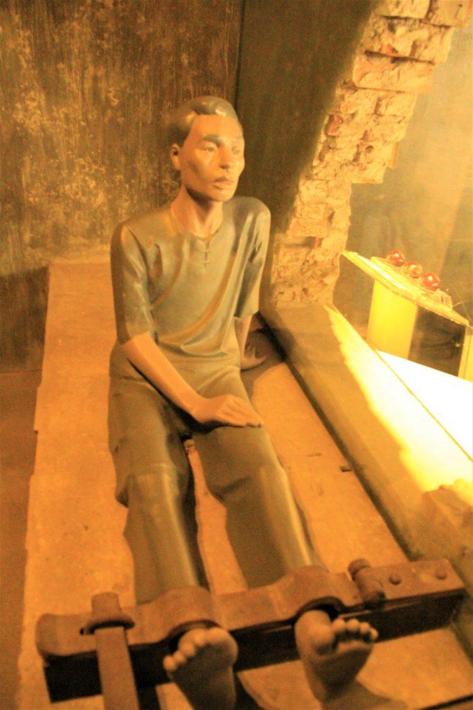 心霊 スポット 怖い 恐怖 ベトナム  戦争 博物館 ホアロー収容所 観光 旅行