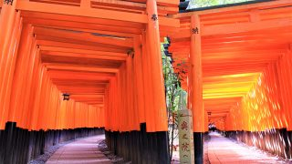 外国人観光客に人気!京都伏見稲荷大社&千本鳥居の見どころ、京都最強パワースポットの秘密とは?